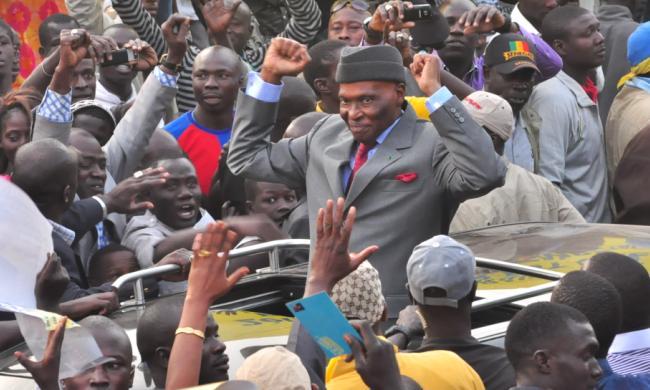 Abdoulaye Wade en bain de foule